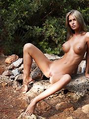 Fashion model Nessa outdoor erotic pics