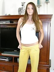 Freckled Face Amateur Girl Modeling Nude