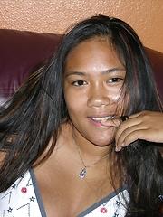 Amateur Thai Girl Spreading Nude - Mia