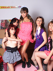 Lating girls have fun on 18th birthday party