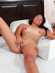 Hot thai chick Greta masturbating in bed