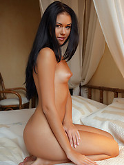 Macy is a gorgeous vixen with a stunning hot body, alluring beauty that makes her audience go crazy about her.