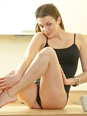Cute flexi girl Vanda shows her cute teets and pussy