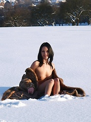 Gwen posing on the snow