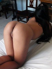 Filipina with perfect brown ass strips nude for tourist cam