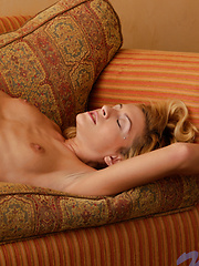 Horny babe takes off her jeans and spreads her legs to show her twat