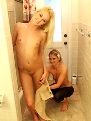 Hot girlfriends Shelby and Paige in lesbi and threesome action