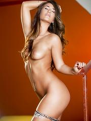 Eva Lovia flaunts her tight sexy body