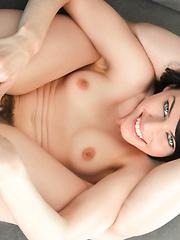 Kinky lady loves the camera