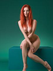 Redhead babe Ariel
