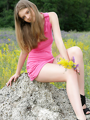 Amazing blonde teen chick tries the nude posing in a calm environment. If want to know have she enjoyed, just look at her face.