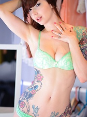 Ivy Snow wears a sexy matching bra and panties while she cums hard with her dildo with her pubic hair in view