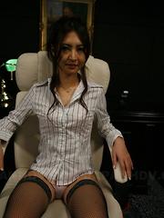 Julia Nanase is tied up and masturbated hard.
