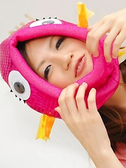 Shirosaki Karin Asian with funny wigs rubs dick of shaved labia