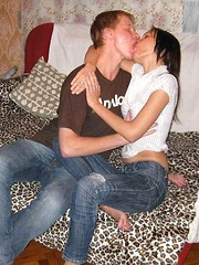 Pretty brunette hottie gives a head and gets cunt fucked.